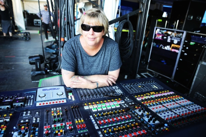 live sound engineer Live sound engineer production manager with 25 years of live sound experience clay hutson is an event manager and a live sound engineer.